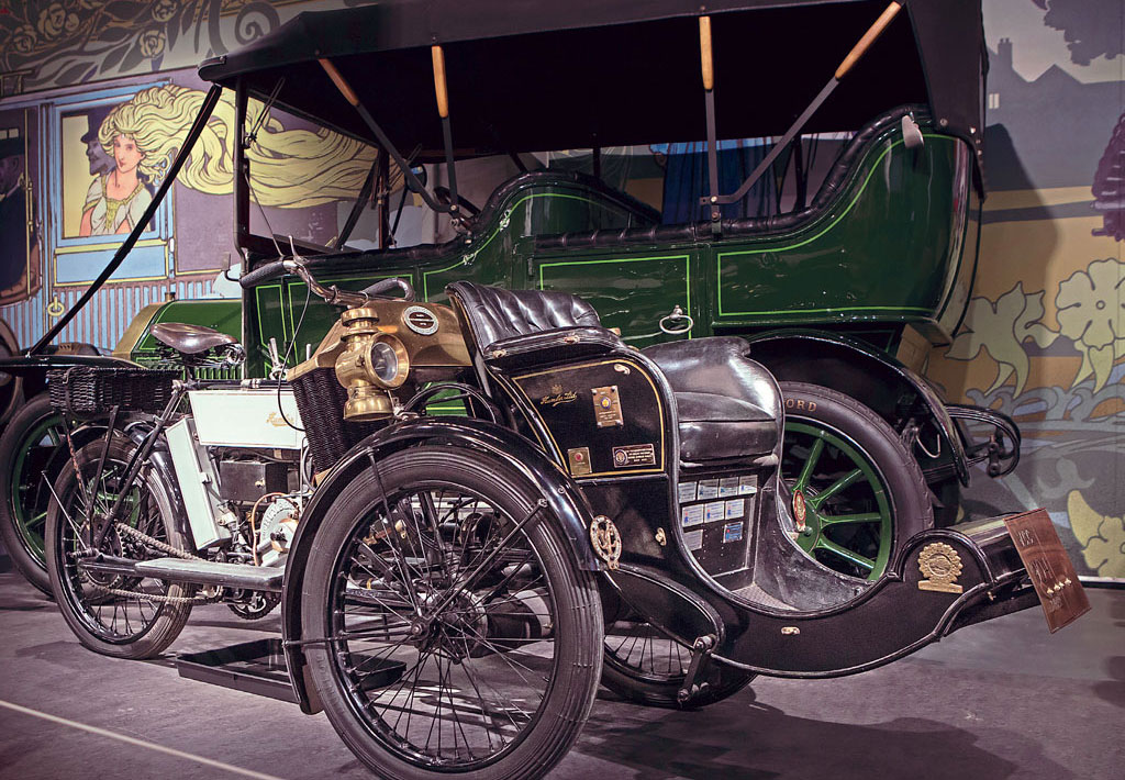 On display in the Coventry Transport Museum, a 1904 Humber Forecar.