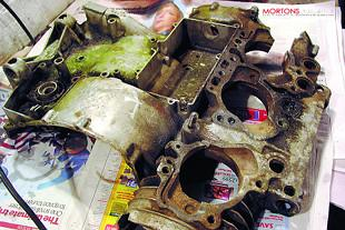 Suzuki GT750 triple two stroke workshop overhaul