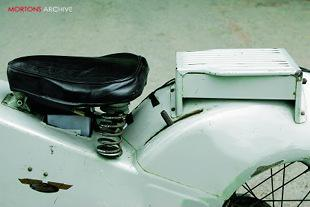 Velocette LE MKIII seat and pillion [pad