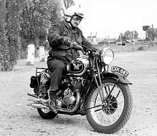 The late Bob Currie, founding editor of the Classic Motorcycle, enjoys a spin on a Thirties classic Matchless Model X