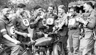 During WWII Norton supplied ovefr 100,000 machines to help mobilise the Allied war effort. A 16H is pictured in a lighter moment, away from the hostilitiess
