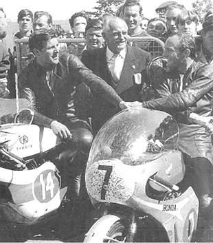Mike Hailwood races Phil Read
