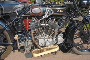 AJS H1 classic motorcycle roadtest