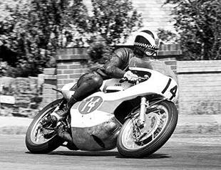 Phil Read on 250cc Yamaha racer in 1967
