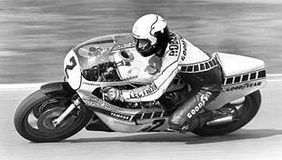 500cc world champion Kenny Roberts on Yamaha FZ750