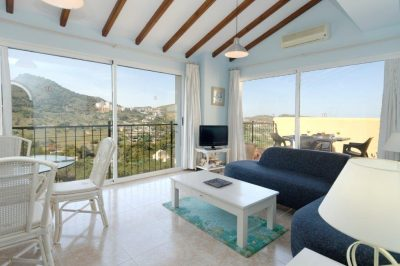 El Pinar 411 Lounge with scenic views