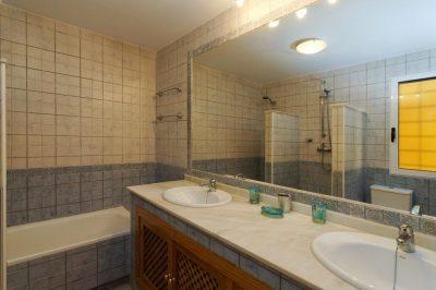 El Pinar 411 Bathroom