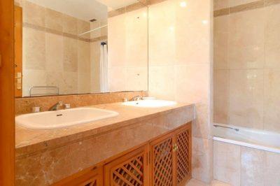 El Rancho 422 Bathroom