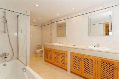 Golf Bungalow 366 Bathroom