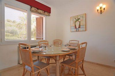Las Brisas 98 Dining area