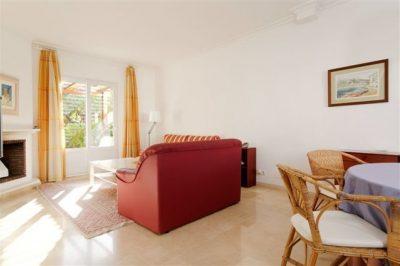 Las Brisas 491 Lounge/Dining area