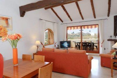 Las Palmeras 355 Lounge/Dining area