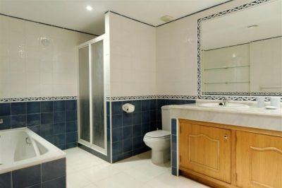 Los Olivos 41 Bathroom