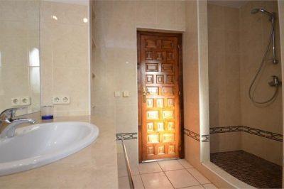 Villa Oasis Bathroom