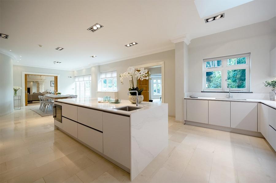 sleek-and-spacious-grey-kitchen-design-ideas-1.jpg