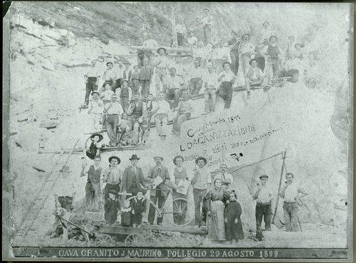 Operai della cava di granito J. Maurino di Pollegio