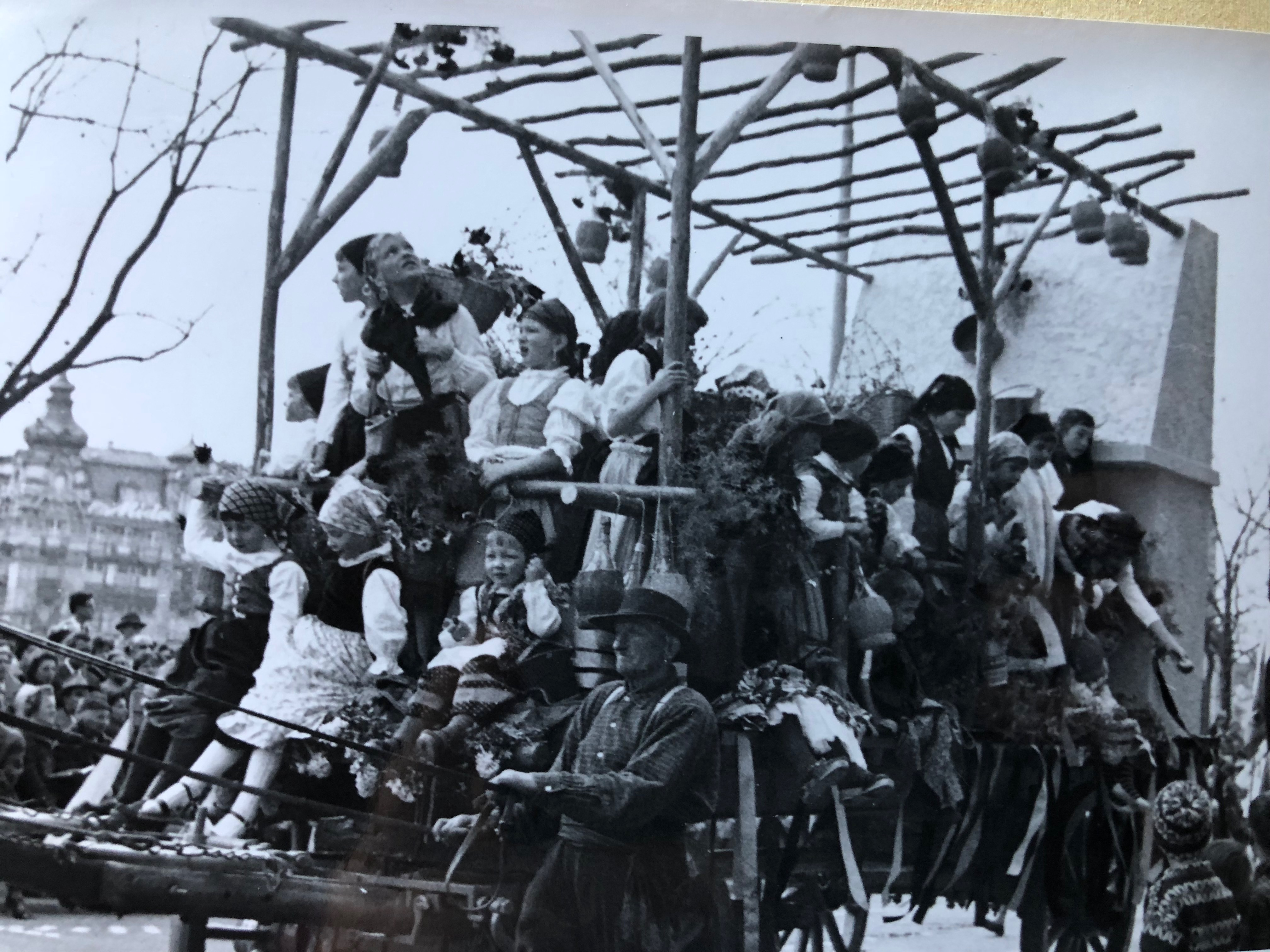 Sfilata dei bambini ticinesi al sechseläuten 1965