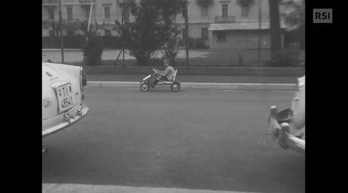 Vietato usare i go kart a pedali sulla strada