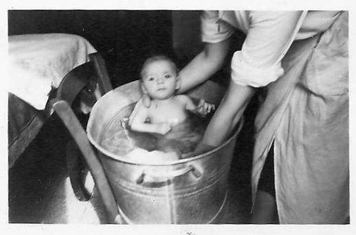 La vasca da bagno di una volta (1946)