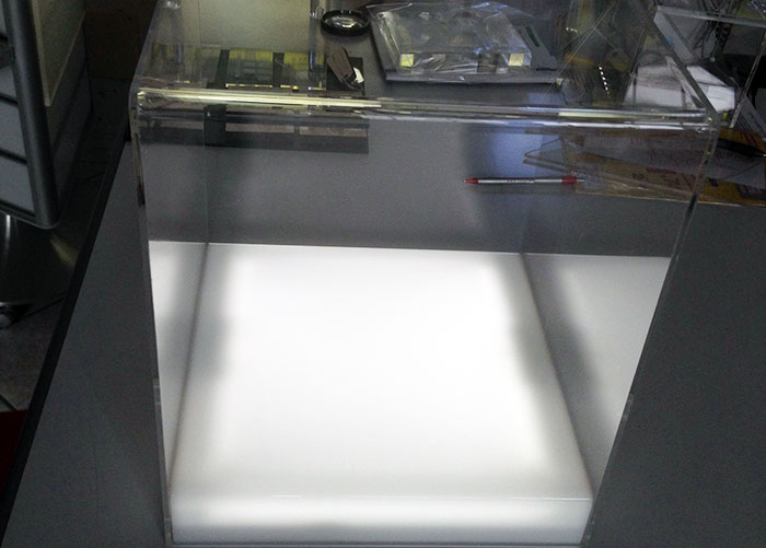 Teca con base retroilluminata a batteria