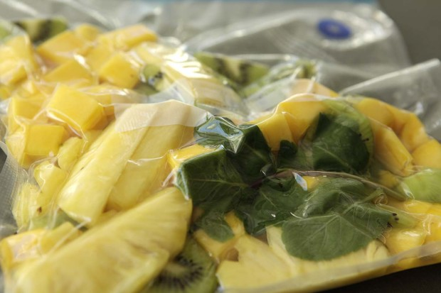 Kiwi, Mango und Ananas mit Marinade vakuumieren