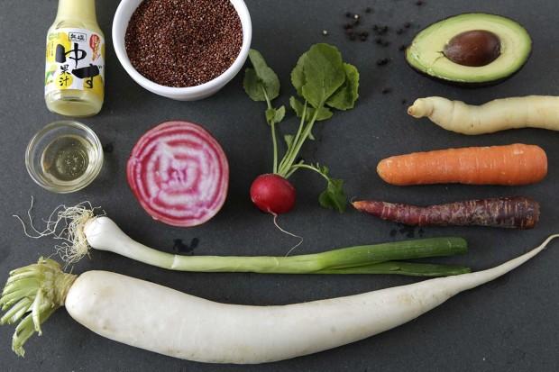 Zutaten für Salatplatte mit Yuzu-Dressing