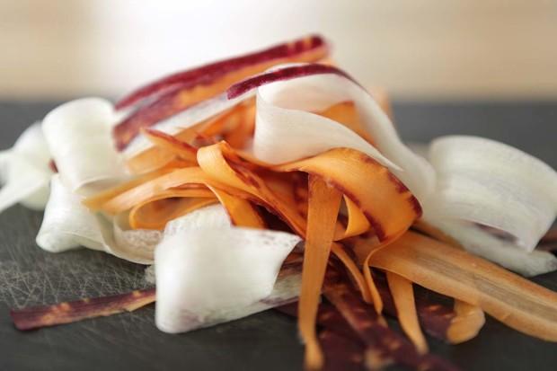 Rettich und Karotten gehobelt