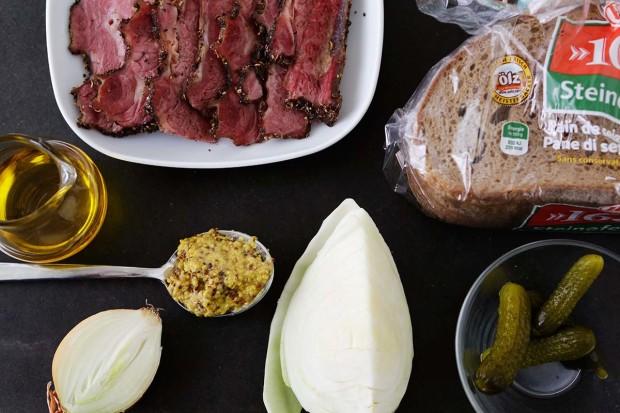 Zutaten für Pastrami Sandwich mit Kabissalat