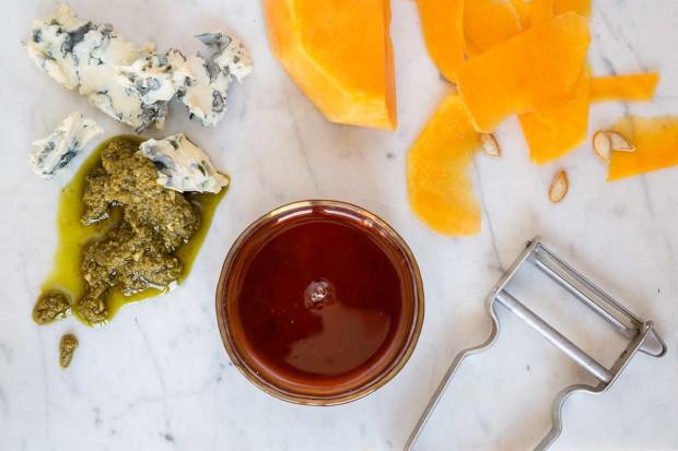 Zutaten für Kürbispizza mit Ahornsirup und Gorgonzola