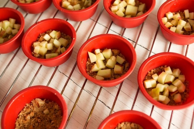 Apfel-Tartelettes mit Guetsliboden