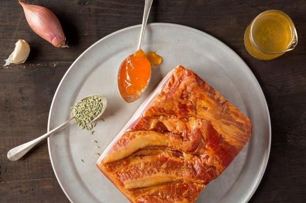 Zutaten für gebackenen marinierten Speck