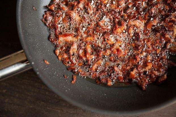 Speck für Bacon Jam knusprig braten