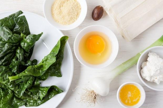 Zutaten für Knuspriger Spinatkuchen mit Spiegelei