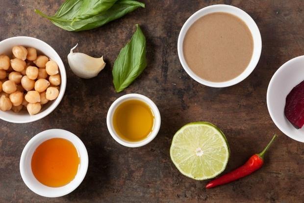 Zutaten für Hummus mit drei Aromen