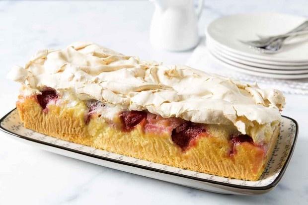 Erdbeer-Rhabarber-Cake mit Meringuage