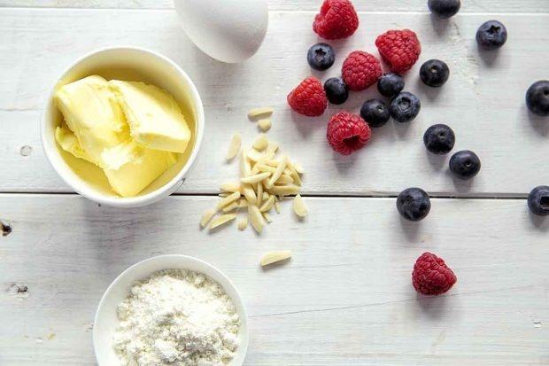 Zutaten für Zitronen-Beeren-Gugelhopf