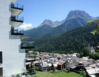 Ferienwohnung in Scuol mit Blick auf die Unterengadiner Bergwelt. Bild: AFIDA SA, Objekt 405121 Chasa Miramunt 2