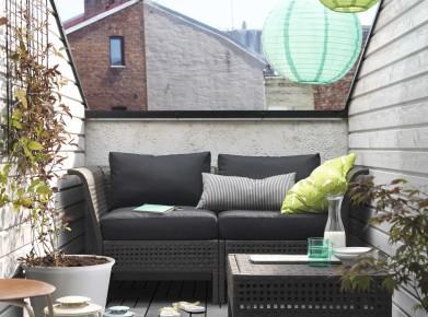 Mit platzsparenden Rattan-Möbeln z. B. Elemente wie Kungsholmen/Kungsö- verwandeln Sie auch einen kleinen Stadtbalkon in eine gemütliche Sitzecke. (Foto: www.ikea.ch)