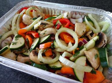 Gemüsepfanne vor dem Grillieren. (Bild: Athena Tsatsamba Welsch)
