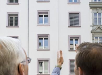 Stockwerkeigentum nach Umbau: Beim Kauf einer Wohnung in älteren Häusern, muss die Bauqualität gründlich geprüft werden. (Bild: Gebäudeprogramm)