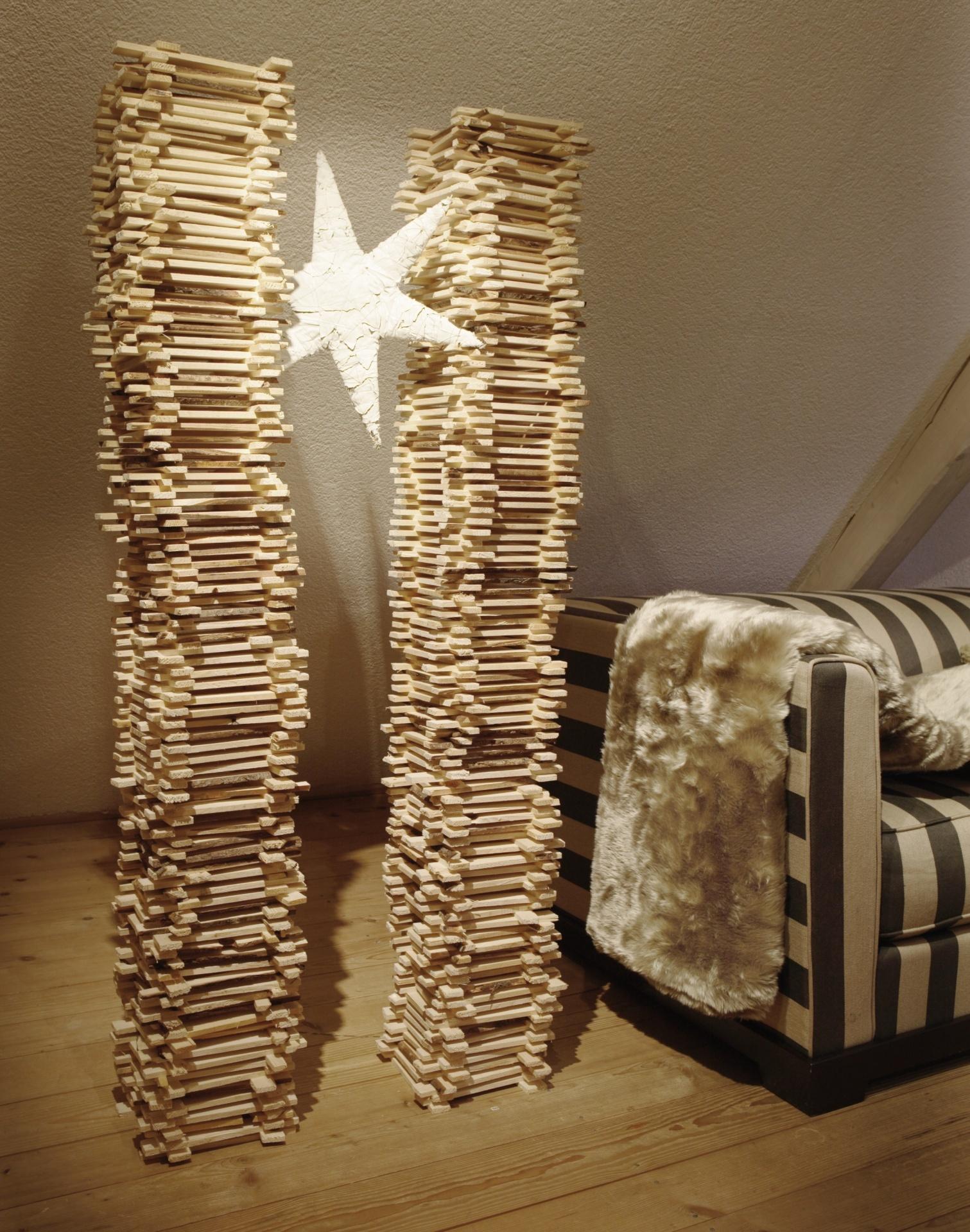 Blockhafte Objekte unterstreichen puristischen Wohnstil