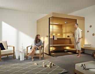 klafs_sauna_comfort_paar_vor_sauna_rgb_300dpi