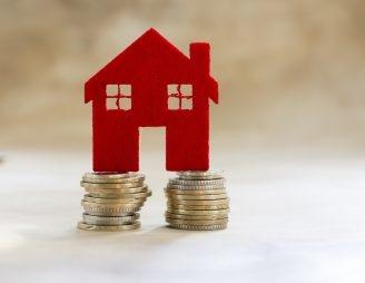 Immer mehr Private investieren ihre Ersparnisse nicht in Obligationen oder Aktien, sondern kaufen Immobilien. (Bild: fotolia)