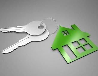 Zwei Schlüssel für eine Wohnung.