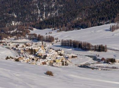 S-chanf im Kanton Graubünden im Winter.