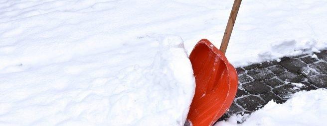Schneeschaufel zur Schneeräumung