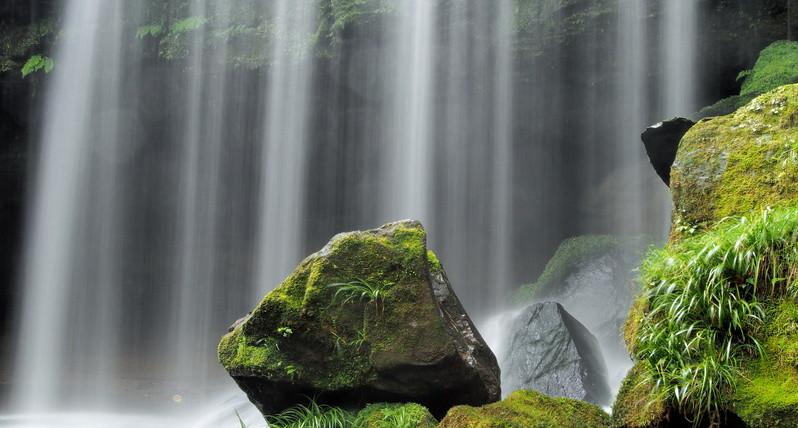 鍋ヶ滝水の流れ