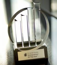 Macht sich gut auf dem Kaminsims: Der Award