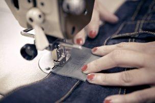 Die Jeans werden lokal hergestellt.