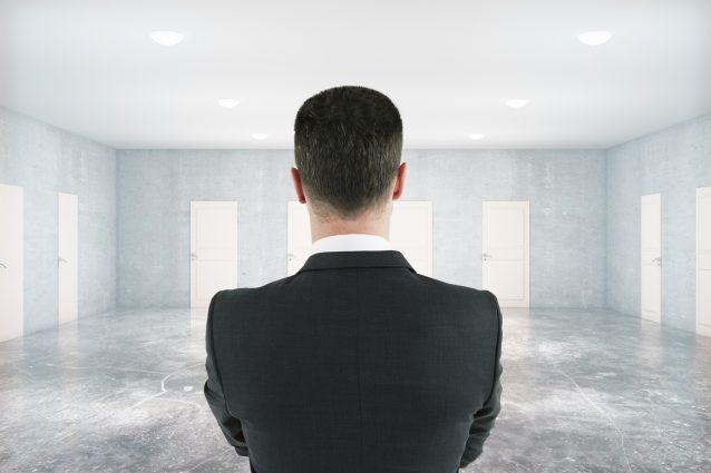 Bei der Finanzierungsform stehen dem Gründer mehrere Türen offen. Doch nicht jedes Modell eignet sich für jedes Startup. (Foto: fotolia.com © peshkov (#119483422)